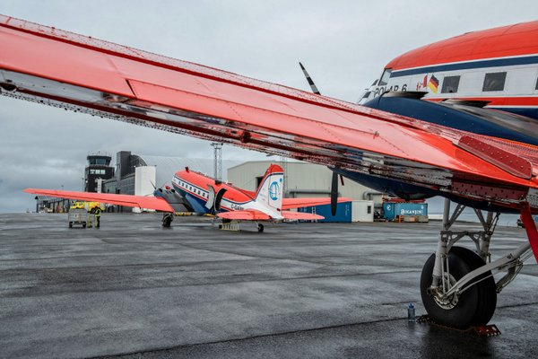 Polar 6 and Polar 5 research aircrafts at Svalbard during the flight campaigns. Photo: Esther Horvath, AWI