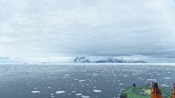 Die Peter-I.-Insel gehört zu Norwegen und heute wurden die ersten Eisbohrkerne auf ihr genommen. Foto: Silvia Henning, TROPOS