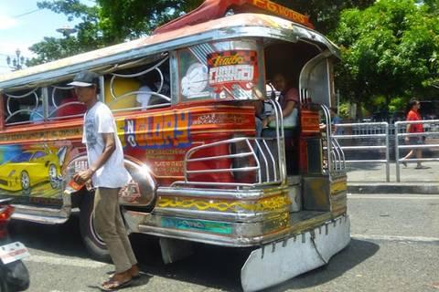 25.05.15:  … mit unzähligen Jeepneys