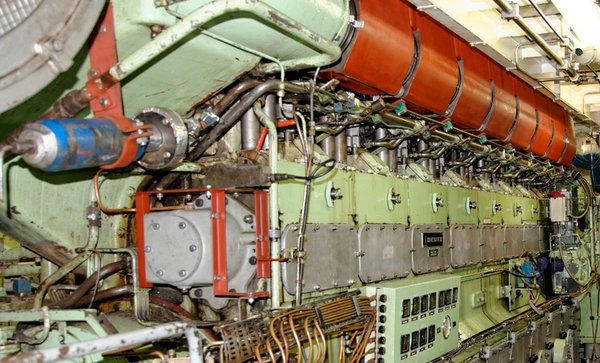 Fig. 4: One of the four ship diesels in the engine room. © Tilo Arnhold, TROPOS.