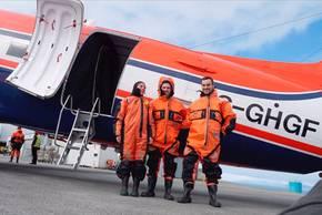 Polar 5 und 6 fliegen wieder in Longyearbyen. Video: Kerstin Heymach, arktis-zeichenblog.eu