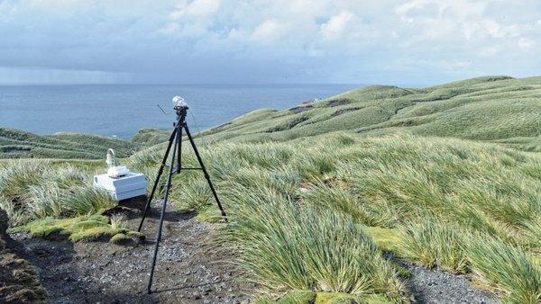 Partikelsammler im Einsatz auf Diego Ramirez. Die Inselgruppe liegt etwa 100 km südwestlich von Kap Hoorn und gehört zu Chile. Foto: Silvia Henning, TROPOS