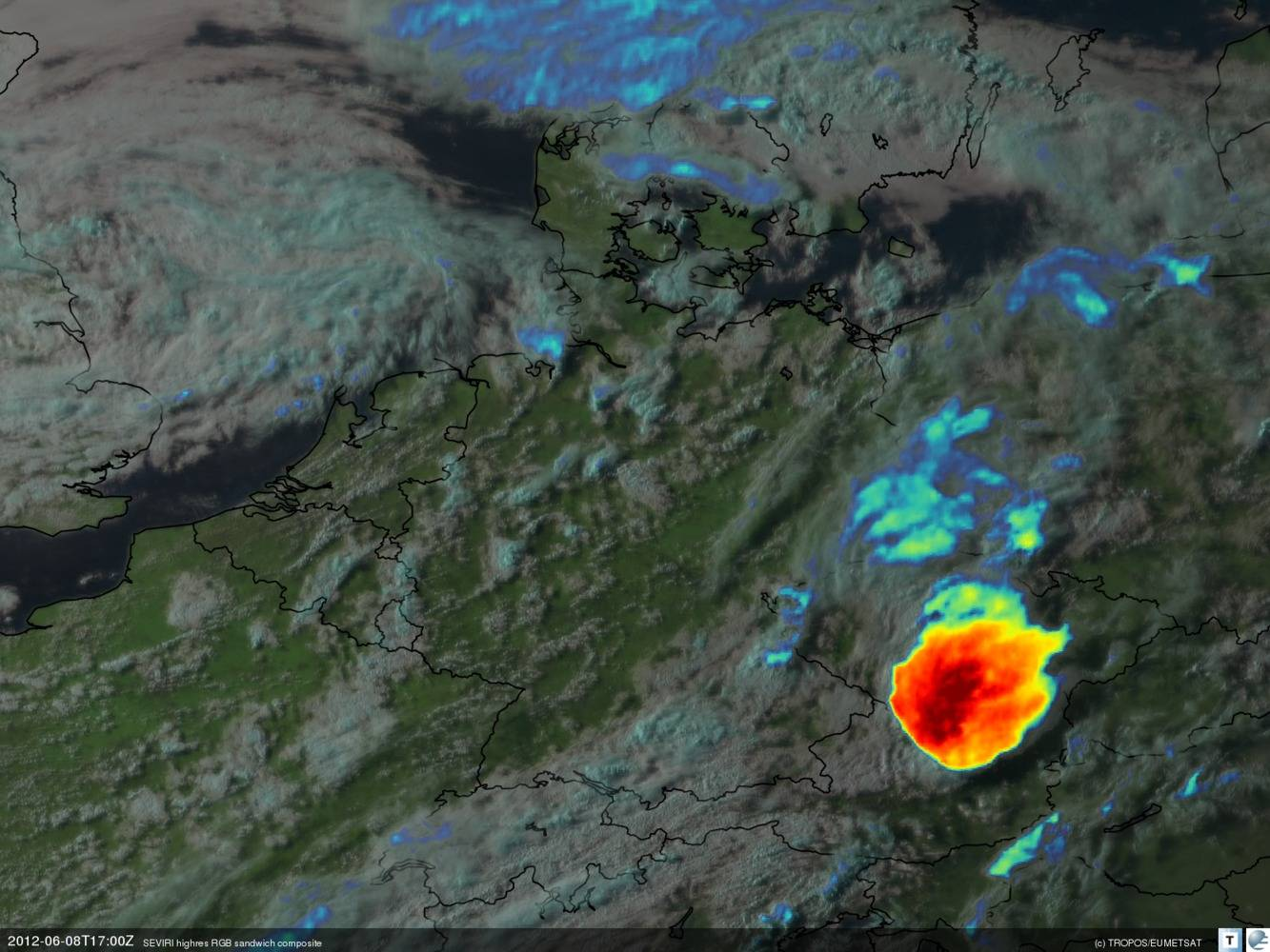 Meteosat-Aufnahme eines mächtigen mesoskaligen, konvektiven Systems über Tschechien und Österreich gegen Abend (19 Uhr lokale Sommerzeit am 08.06.2012). Quelle: TROPOS / EUMETSAT