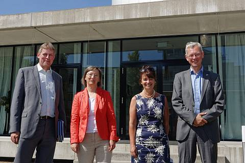 Besuch von Anne Glover (Chief Scientific Adviser to the President of the European Commission) am TROPOS am 22.07.2013 - v.l.n.r.: Dr. Jan Marco Müller, Dr. Ulla Wandinger (TROPOS), Prof. Dr. Anne Glover, Prof. Dr. Andreas Macke (Direktor, TROPOS) Foto: T