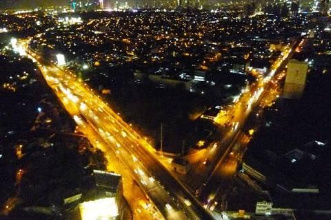 11.05.15: Blick auf die Stadt, deren Hauptstraßen nie zur Ruhe kommen.