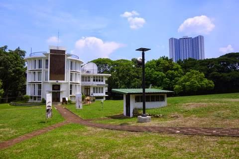12.05.15: Gelände des Manila Observatory. Für Manilaer Verhältnisse gibt es hier sehr viel grün!