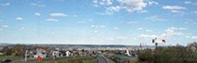 Dresden während des Corona-Lockdowns (12.04.20): Blick von Gompitz über die leere Coventrystraße (B173) auf die Stadt. Foto: Tilo Arnhold, TROPOS