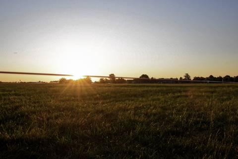 Mit den ersten Sonnenstrahlen geht es an diesem Tag los. Bevor die Sonne die Atmosphäre erwärmt und die Konvektion die Luft durchmischt, wollen wir messen.