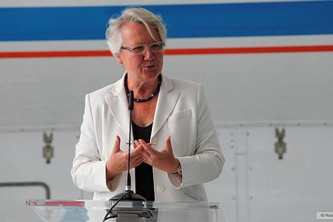 Annette Schavan, Bundesministerin für Bildung und Forschung von 2005 bis 2013, übergibt das neue Forschungsflugzeug HALO (High Altitude and Long Range Research Aircraft) an die Wissenschaft.  Foto: Rico Hengst/TROPOS