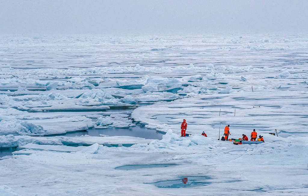 A measurement marathon will help to record a daily cycle in the Arctic summer - from measurements in the ocean below the ice to up into the atmosphere above. Photo: Lianna Nixon, University of Colorado