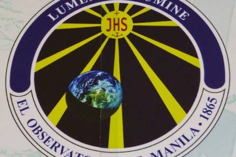 12.05.15: Logo des Manila Observatory, mit Mottos aus der frühen spanischen Zeit