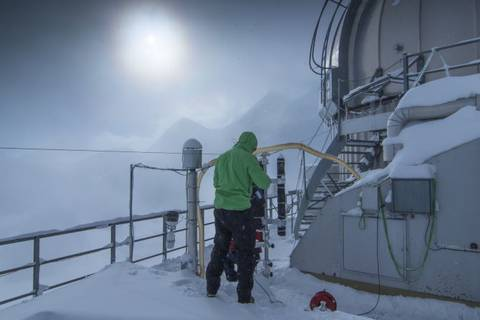 Wolkenforschung im Feld: Jungfraujoch + HALO (Foto: Tilo Arnhold, TROPOS)