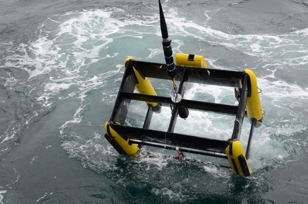 Fig. 3: The towed vehicle Triaxus being lowered into the sea. © Daniel Stepputtis, vTI.