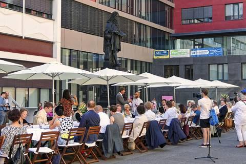 Geburtstagstafel zu Ehren von Gottfried Wilhelm Leibniz im Leibniz-Forum der Universität Leipzig. Foto: Beate Richter, TROPOS