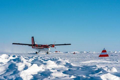 Am 22. April 2020 haben sieben MOSAiC-Teilnehmer mit Twin-Otter-Polarflugzeugen das MOSAiC-Eiscamp verlassen. Die persönlichen Umstände hatten eine weitere Teilnahme leider nicht zugelassen. (Foto: Christian R. Rohleder, DWD)
