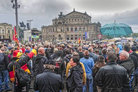 Tag der Deutschen Einheit: Theaterplatz am Morgen des 3.10. Foto: Tilo Arnhold, TROPOS