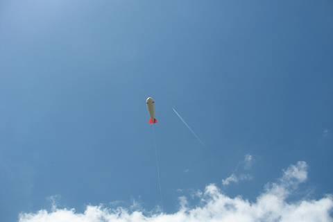 Der Ballon fliegt und konkuriert schon mit den Flugzeugen.... Foto: Janine Lückerath/ Universität Bayreuth