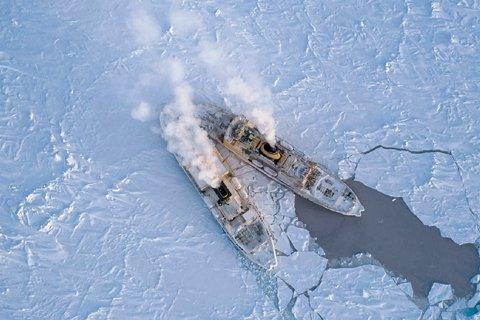 Tankstopp in der Arktis. Foto Steffen Graupner, AWI