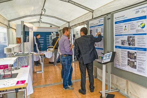 Am TROPOS-Stand. Foto: Gerald Spindler, TROPOS
