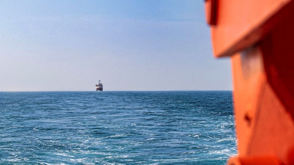 After 17 days of quarantine in a hotel in Bremerhaven, the team for section 4 set sail on 18 May. During their voyage through the North Sea, the research vessels Sonne and Maria S. Merian remained within visual range. Photo: Lianna Nixon, University of Colorado