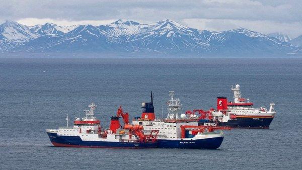 FS Maria S. Merian, Polarstern und Sonne beim Wechsel vor Spitzbergen. Foto: Leonard Magerl