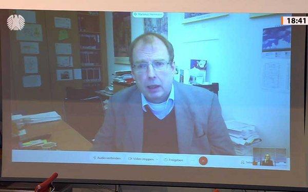 TROPOS-Experte Prof. Hartmut Herrmann nahm an der Anhörung des Bundestags online als Sachverständiger teil. Screenshot/Quelle: Bundestag.de