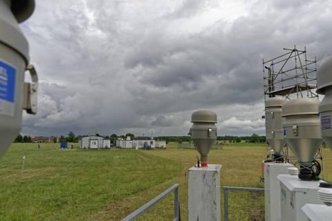 Die automatischen Geräte wie die Partikelsammler laufen natürlich bei jedem Wetter durch. Foto: Tilo Arnhold/ TROPOS