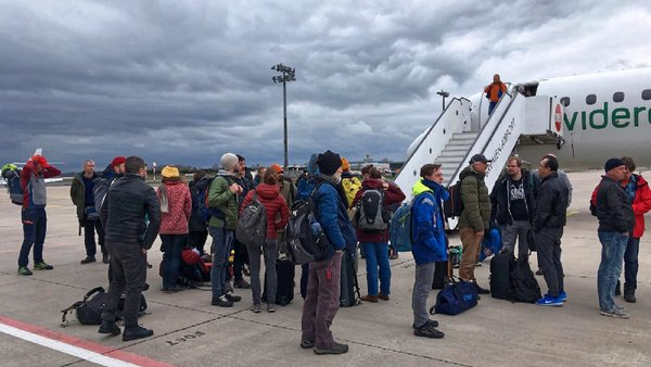 Arrival of the Arctic heroes of MOSAiC cruise section 2 at Bremen Airport. Photo: Folke Mehrtens, AWI