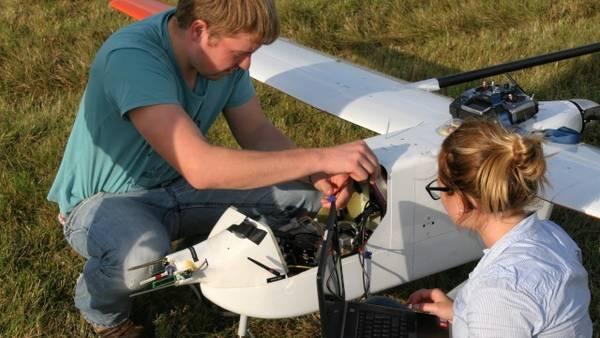 "UAV ""Aladina"" in Melpitz 2014. Photo: Barbara Altstädter/ TU Braunschweig"