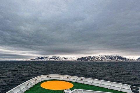 Am 25. Mai sind die Sonne und Maria S. Merian im Isfjorden von Spitzbergen angekommen. Jetzt heißt es, auf die Polarstern warten. Foto: Lianna Nixon, University of Colorado