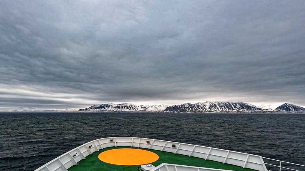 On 25 May the sun and Maria S. Merian arrived in the Isfjord of Spitsbergen. Now we have to wait for the Polarstern. Photo: Lianna Nixon, University of Colorado