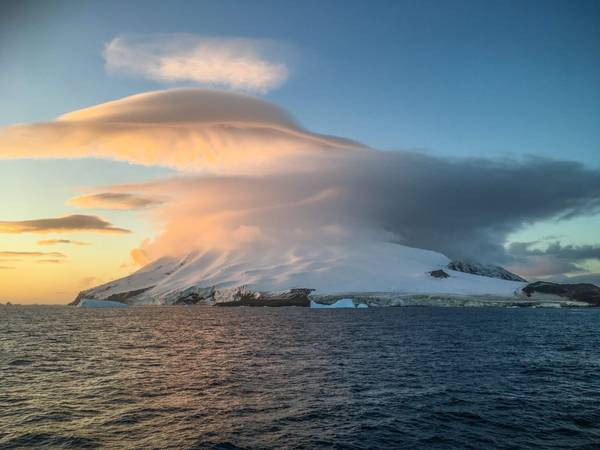 """UFO-Wolke"" über den South Sandwich. Foto: Sarah Perrin, ACE-Expedition"