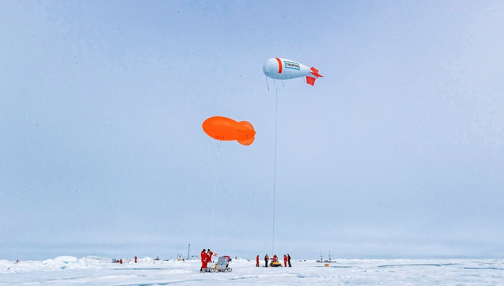 Two tethered balloons help the ATMOS team at MOSAiC to investigate the atmosphere in the lowest air layers above the ice. Photo: Lianna Nixon, University of Colorado