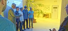 Im Wolkenlabor des TROPOS: Direktor Prof. Dr. Andreas Macke, das Gewinnerteam Erik Zeiske, Arne Wolf und Leo Gitin sowie HHL-Professor André Casajus (von links) beim Fototermin. Foto: Tilo arnhold, TROPOS
