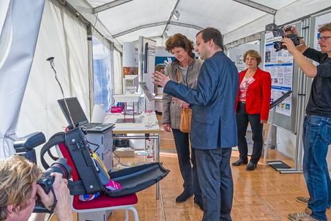 Wissenschaftsministerin Dr. Eva-Maria Stange am Stand des Leibniz-Instituts für Troposphärenforschung (TROPOS). Foto: Honey Alas, TROPOS