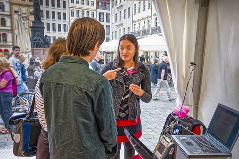 Unsere Expertinnen zur Luftqualität waren gefragte Gesprächspartnerinnen am Neumarkt. Foto: Kay Weinhold, TROPOS
