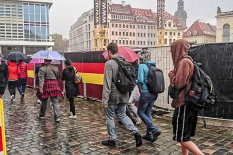 Tag der Deutschen Einheit: Neumarkt am Vormittag des 3.10. Foto: Tilo Arnhold, TROPOS