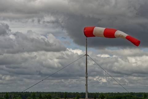 Kurz vor Sommerbeginn fegt ein herbstlicher Wind über die Melpitzer Wiesen. Foto: Tilo Arnhold/ TROPOS