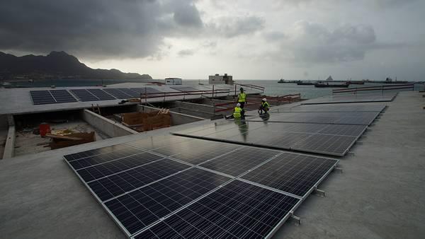Solarpanele auf dem Dach werden einen Teil des Energiebedarfs des OSCM decken. Foto: Björn Fiedler, GEOMAR