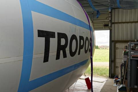 ... der im Hangrar auf besseres Wetter wartet. Foto: Tilo Arnhold/ TROPOS