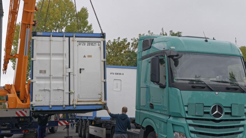 Verladung der Messcontainer am TROPOS am 8.10.15 für die Polarstern-Expedition PS95. Foto: Tilo Arnhold/TROPOS