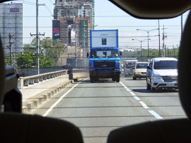 16.05.15: Auf der Stadtautobahn in Manila.