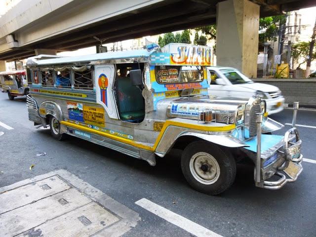 17.05.15: Das Die Jeepneys brausen zwei Meter neben den Messgeräten vorbei.