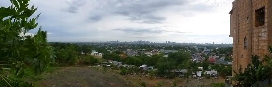 24.05.15: Abends die Skyline von Manila - die Großstadt hat uns wieder.