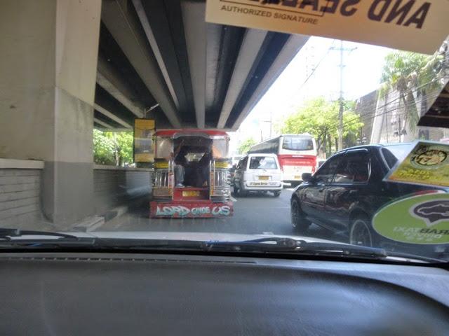 25.05.15: Mit dem Auto geht es heute quer durch die Stadt