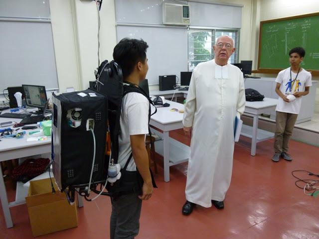 26.05.15: Hoher Besuch im Labor durch Brother John Scheiter