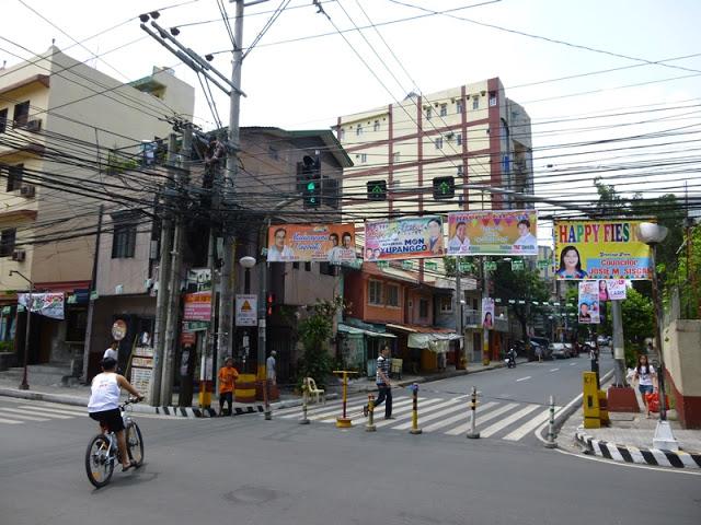 30.05.15: Zur Abwechslung wird am Samstag mal eine Straße gesperrt, damit die Leute feiern können.