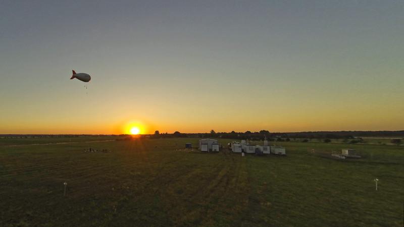Der Ballon schwebt an diesem Morgen zunächst nur eine reichliche Stunde über Melpitz.