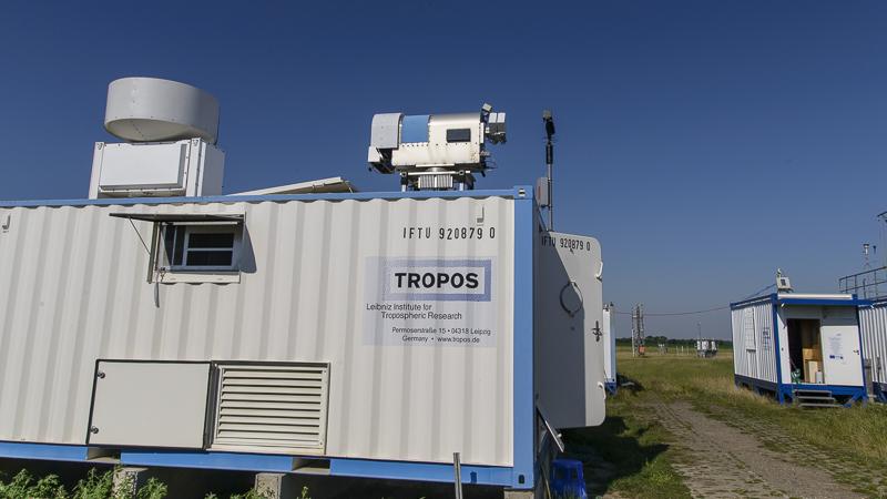 Und die Fernerkundung untersucht die Luftschichten vom Boden kontinuierlich aus per Lidar ...