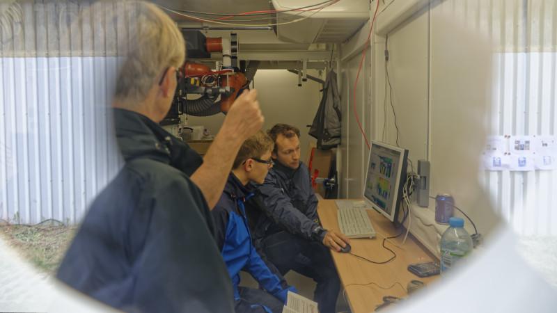 Derweil beantworten die Forscherinnen und Forscher jede Menge Besucherfragen. Foto: Tilo Arnhold/ TROPOS